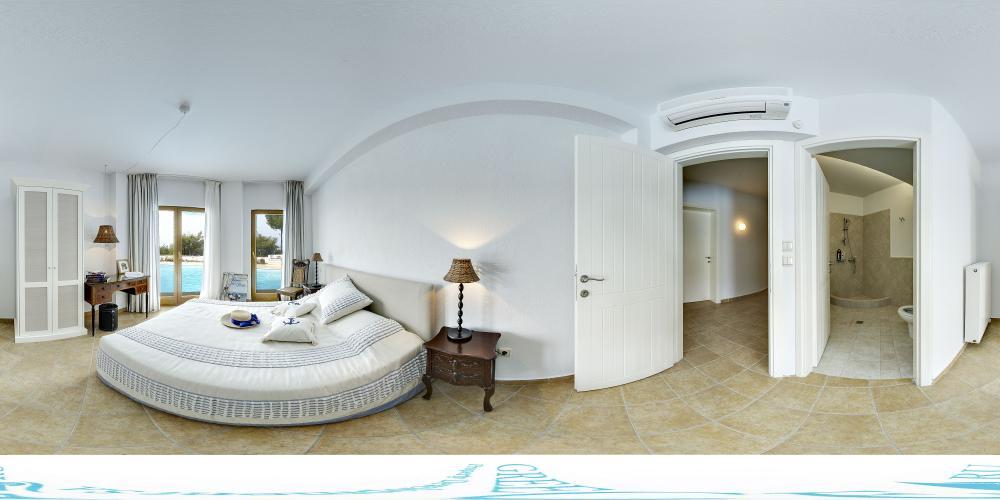 Bedroom 4 pool level