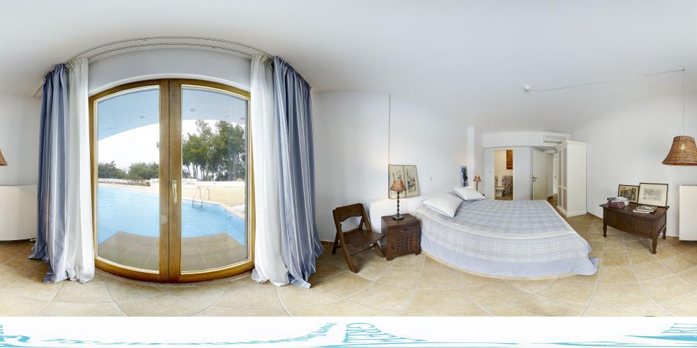 Bedroom 5 pool level