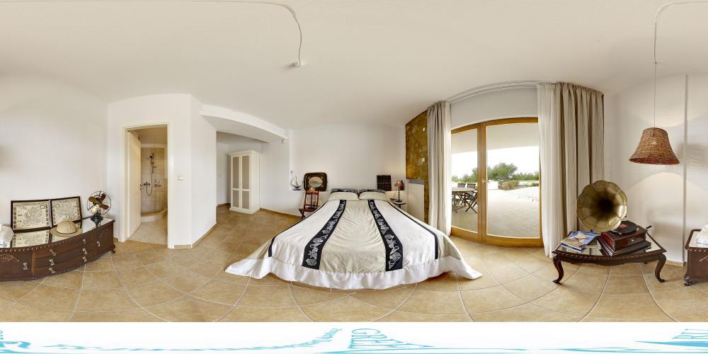 Bedroom 6 pool level